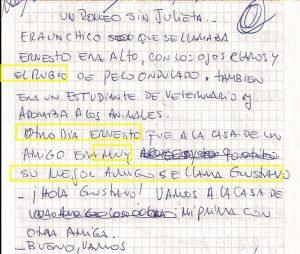 Foto de uma folha com o manuscrito da primeira versão do conto produzido por um estudante surdo de 19 anos. O trecho contém rasuras e os termos e expressões errados estão destacados por um contorno amarelo.