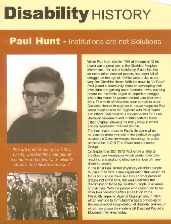 Reprodução de uma página de revista em que se destacam as fotos de Hunt e de um grupo de pessoas com deficiência.