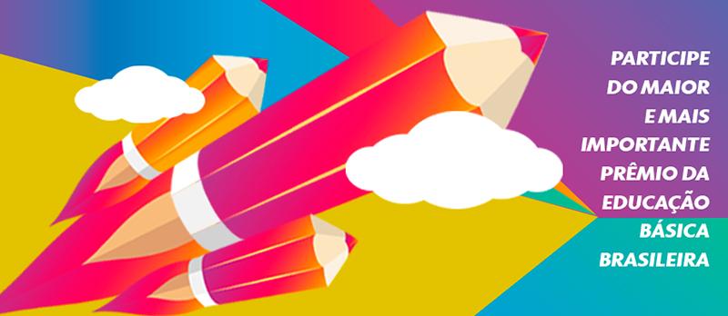 Logo do Prêmio Educador Nota 10 em que há três grandes lápis saindo de um conjunto de nuvens.